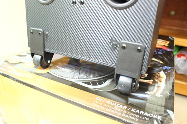 Loa kéo A/D/S TCI208 sử dụng bánh xe di động dễ dàng, thuận tiện