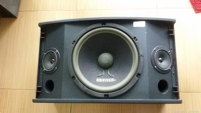 Loa-bai-hat-karaoke-co-nen-mua-khong