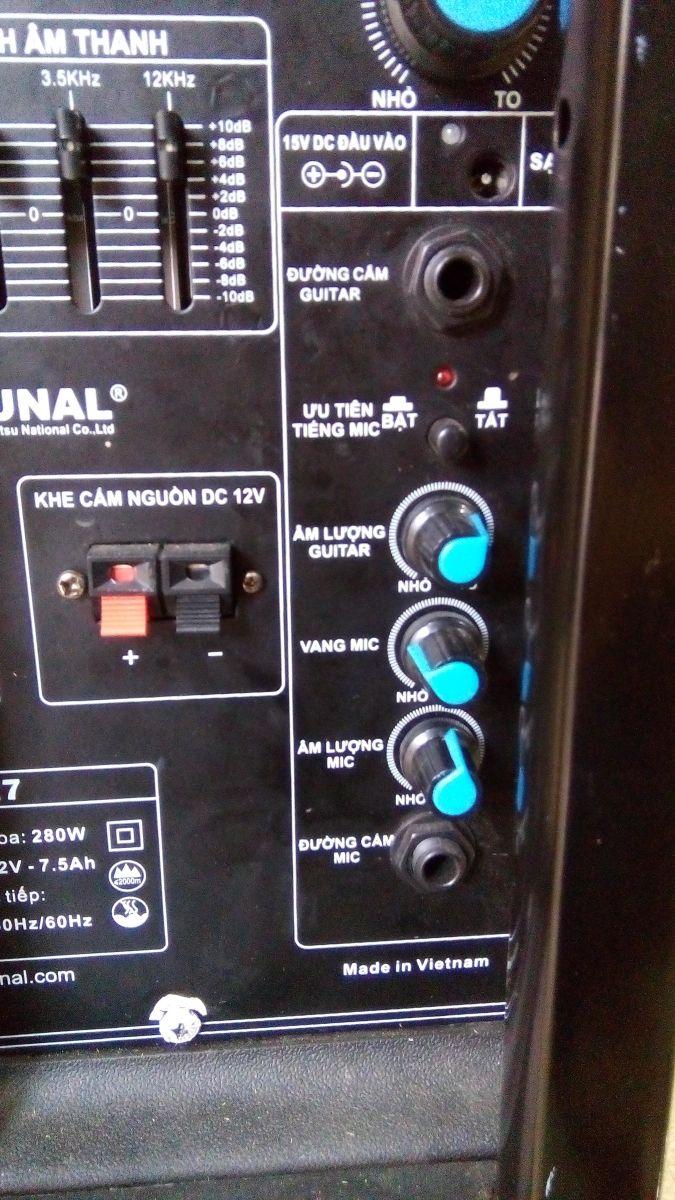 điều chỉnh âm lượng của loa vali kéo di động