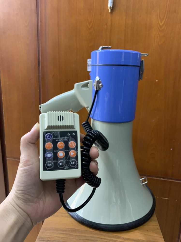 Loa cầm tay Megaphone UM1 (Công suất 30W có cổng usb, thẻ nhớ, line in, ghi âm 5phut)
